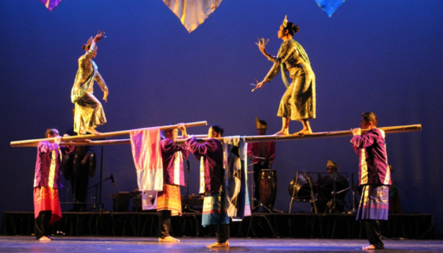 Dancers imitate the movements of the traditional vinta boat by balancing perilously on bamboo poles.