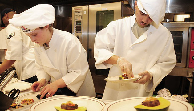 How to enter the culinary world in Canada – Chefs and Cooks Career Paths