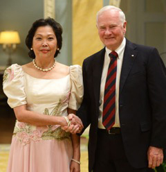 In this 2014 photo, then Governor General David Johnston welcomes Philippine Ambassador to Canada, Petronila P. Garcia. Photo by Sgt. Ronald Duchesne, Rideau Hall.